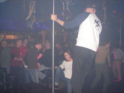 Falkos Freundin und ich auf der Tanzfläche bzw Box